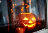 20160119elo-a-halloweeni-jelmezeddel-itt