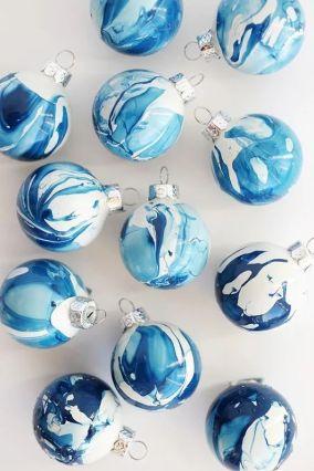 Festett karácsonyfa díszek