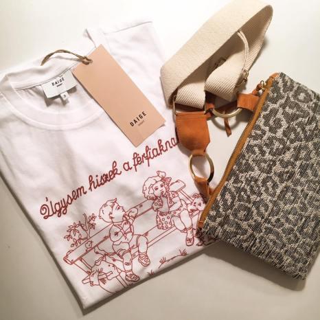 Feliratos póló / Daige