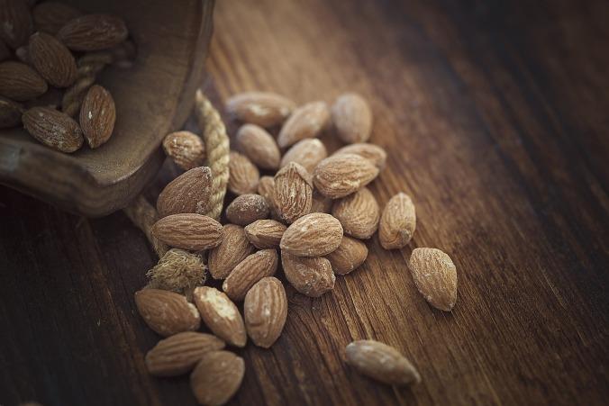 almonds-1266908_1920