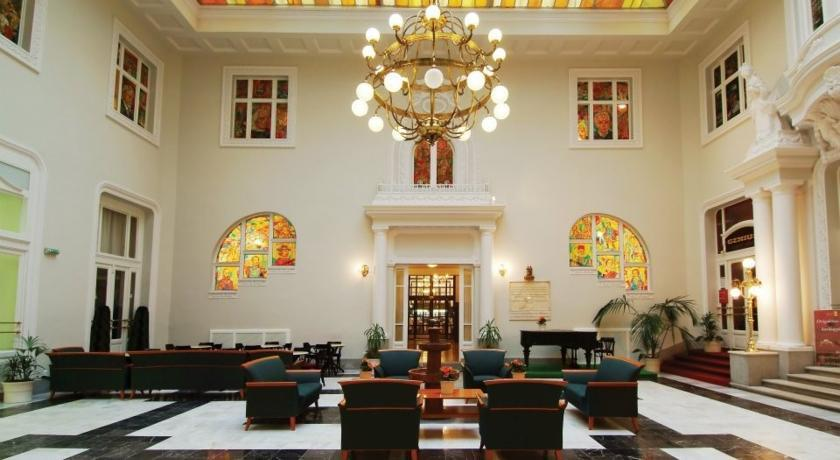 aranybika_10_lobby-main-hall